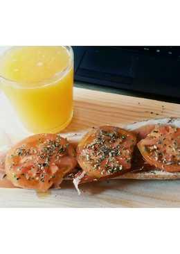 Desayuno: Zumo de naranja y tostada con tomate y jamón serrano