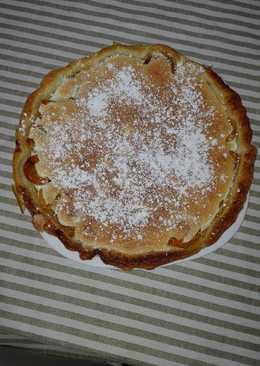 Tarta de nisperos con merengue