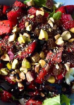 Ensalada rápida con fresas y frutos secos al Pedro Ximénez