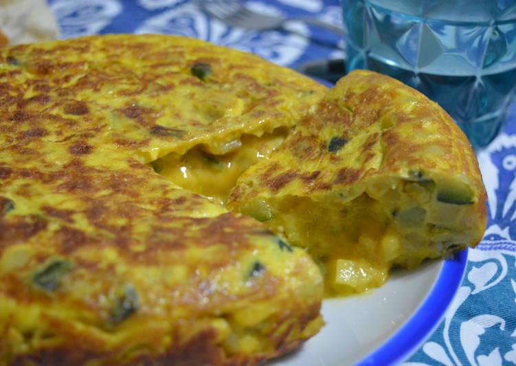 Tortilla de patata y calabacín rellena de queso cheddar