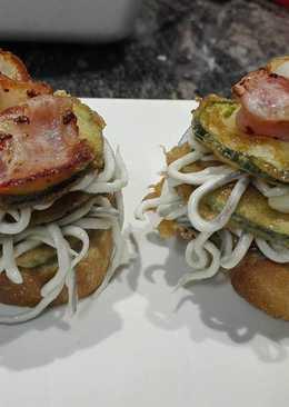 Pincho de calabacín y gulas con bacon