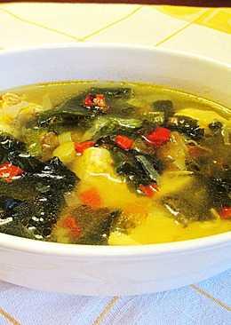 Sopa de carne de pollo con puerro y alga wacame seca sin sofrito