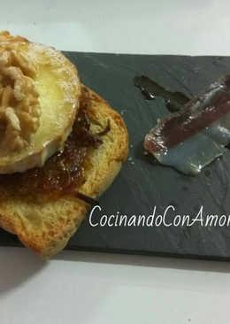 Tapa de queso de cabra caramelizada con nueces y miel