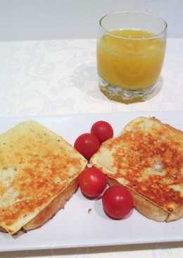 Desayuno de pan Bimbo y queso tostado con tomatitos cherry