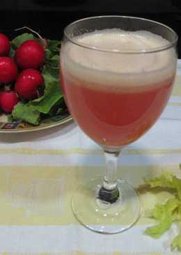 Licuado de rabanitos rosas con piña y apio