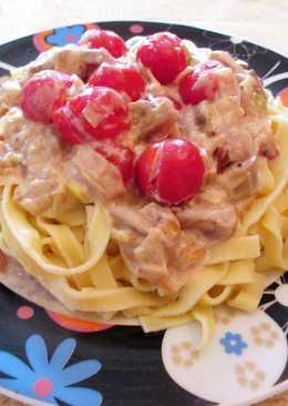 Tagliatelle con salsa de champiñones y tomatitos cherry