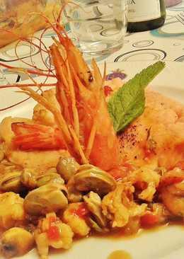 Trucha asalmonada con guarnición de gambas y verduras