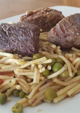 Carne guisada con fideos