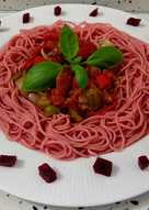 Espaguetis de remolacha con pisto