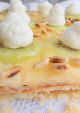 Pastel de crema y piñones