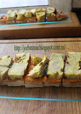 Sobras de sobras sobre rebanada de pan