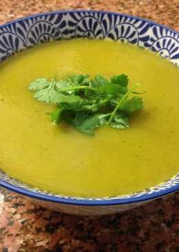 Sopa de calabacín y cilantro