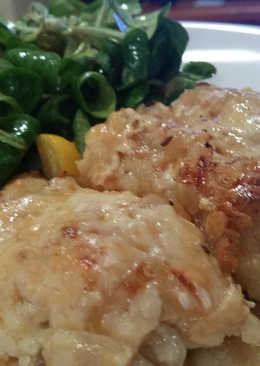 Pechugas de pollo con cebolla caramalizada  gratinadas a 2 quesos