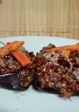 Berenjena rellena de quinoa roja