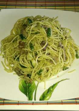 Espagueti con verduras al pesto