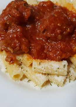 Salsa boloñesa de albóndigas con pasta