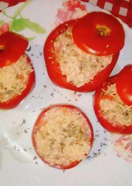 Tomates rellenos, con arroz integral, pickles y cheddar 👌😊