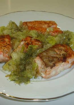 Salmón fresco en salsa con cebollas francesas y puerro