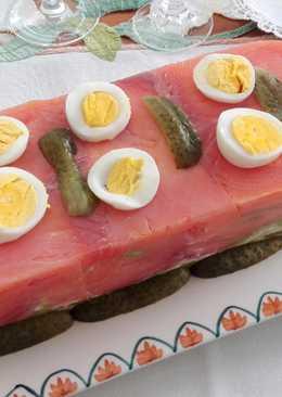 Pastel de salmón ahumado con ensaladilla