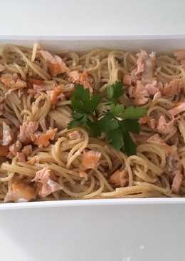 Espaguetis integrales con salsa de salmón