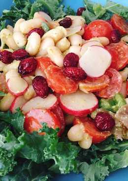 Ensalada de kale con alubias y pesto