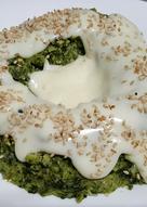 Budín verde de brócoli y acelga con salsa blanca
