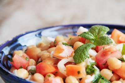 Ensalada de garbanzos nutritiva y refrescante