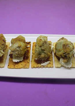 Barritas de orégano con queso, mermelada y alcachofas