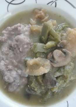 Guisado de chicharrón con champiñones y nopales en salsa verde