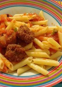 Macarrones con albóndigas y tomate