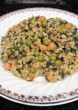 Arroz integral con espinaca, guisantes y garbanzos- vegano