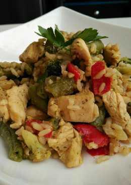 Pollo a la mostaza y miel con verduras y arroz integral