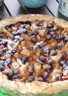 Tarta de manzana con arándanos frescos y jengibre cristal