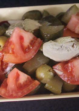 Ensalada de alcachofas y pepinillos