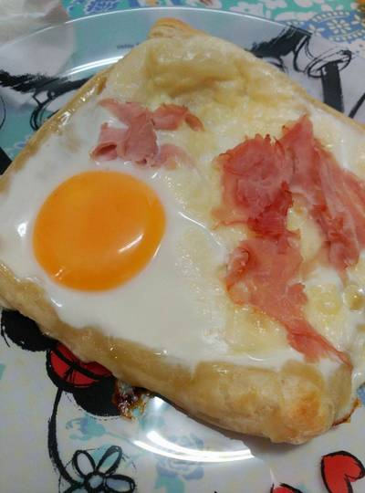 Sándwich hojaldrado con huevo