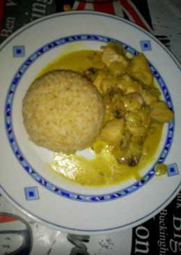 Tacos de pechuga en salsa al curry acompañado de arroz integral