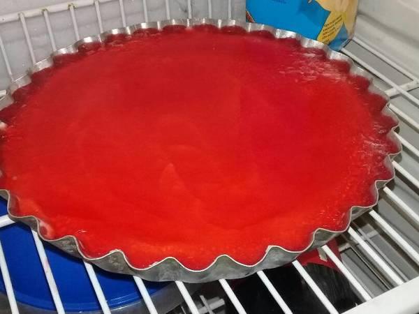 Cheesecake con gelatina de frutilla