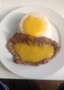 Bistec con salsa de mango y arroz con coco