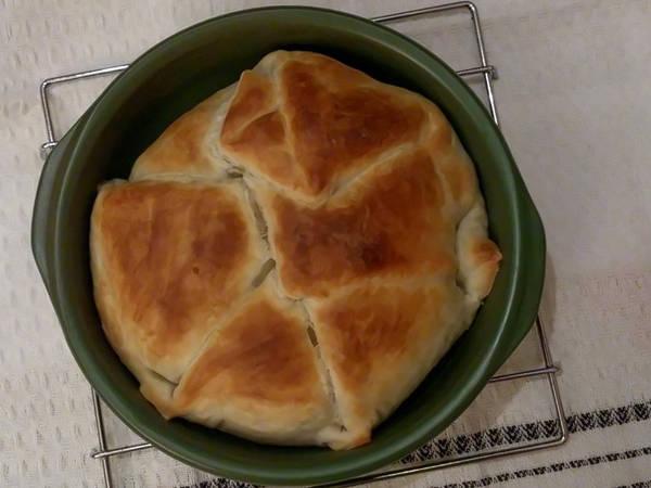 Queso camembert al horno envuelto en hojaldre