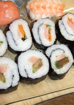 Maki shushi de salmón y de aguacate