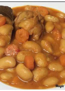 Judías blancas estofadas, aptas para veganos/vegetarianos