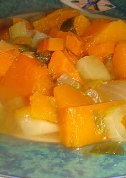 Sopa de verduras en olla eléctrica a presión
