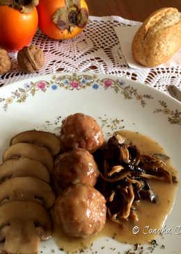 Albóndigas de Pollo en Salsa de Portobello y Camagrocs