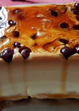 Postre de chocolate blanco con arándanos y amaretto