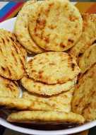 Galletitas de queso,polenta y sésamo a la plancha