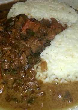 Arroz con pollo y champiñones en salsa de soja