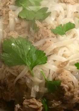 Fetuccini de arroz con atún