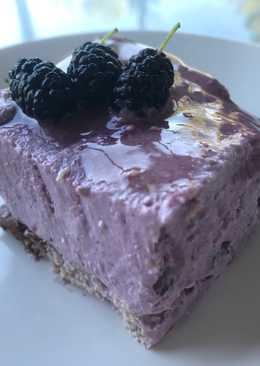 Cheesecake de moras light congelada saludable con yogur