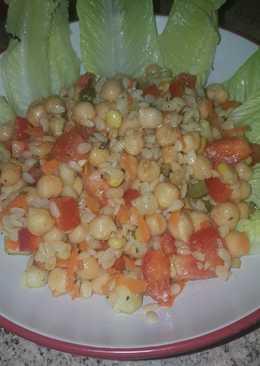 Ensalada de garbanzos con pasta de piñón(vegano)