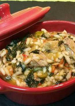 Risotto meloso con atún y verduras